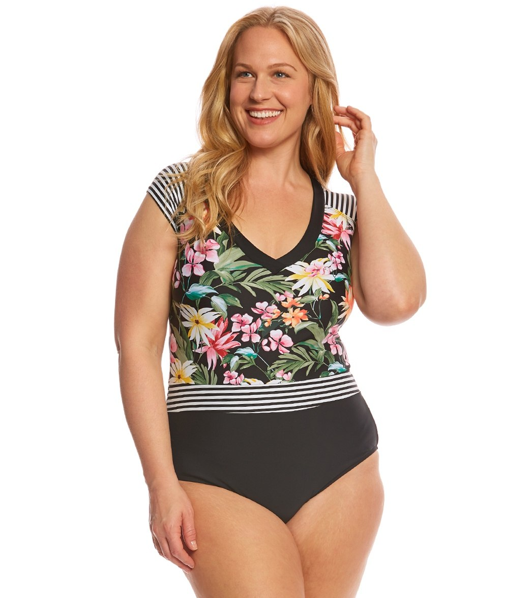 Best Bathing Suits for Apple Shaped Bodies – Define Your Waist Apple shaped women carry the most in their midsection, meaning tummy is the widest place of their silhouette. In addition, apple shaped women are bigger on top than on the bottom.