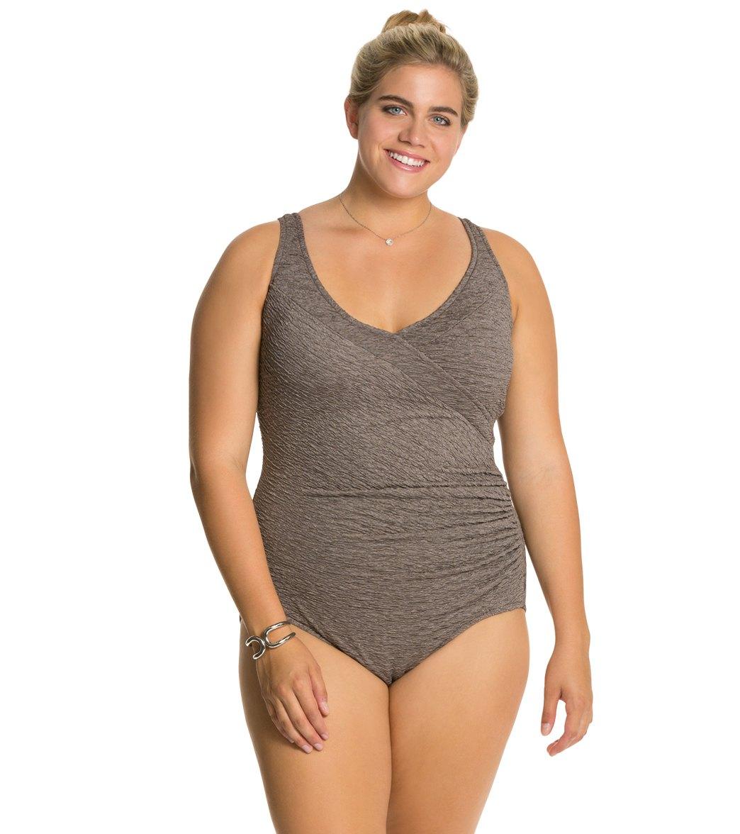 How to Choose Flattering Plus Size Swimwear
